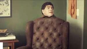 Spot mundial: brasileños convierten a Maradona en un sillón Video: