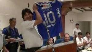 Club boliviano de fútbol ficha al presidente Evo Morales Video: