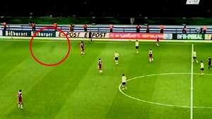 Un fantasma aparece durante partido de la final de la Copa Alemana Video: