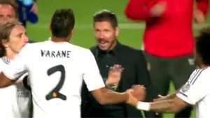 Por qué Simeone invade el campo y reta a Varane? Video: