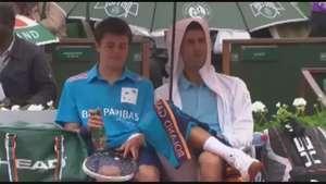 Así Djokovic bromea con pasapelotas en Roland Garros Video: