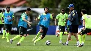 Brasil entrena con el equipo de la Copa Confederaciones Video: