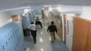 Guardia golpea a estudiante discapacitado en preparatoria de Oakland Video:
