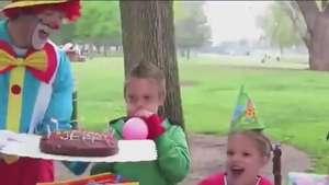 Así este payaso termina con gran la fiesta de cumpleaños Video: