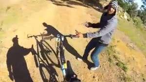 Graba con GoPro momento exacto en que le roban su bicicleta Video: