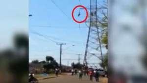 Hombre muere en Brasil tras caer desde torre eléctrica Video: