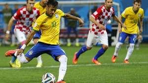 3D: Neymar desnivela el marcador con gol de penal Video: