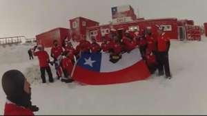 Desde la Antártica mandan apoyo a la Selección Chilena Video: