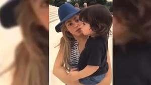 Shakira le da clases de historia a su hijo Milan Video: