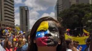 Caracas: Universitarios y opositores realizan marcha pacífica Video: