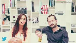 Ángel Martín y Lara Álvarez: nadar con cerdos Video: