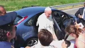 Papa Francisco sorprende con otro acto de caridad Video: