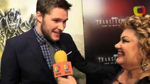 'Transformers 4' Red Carpet: Jack Reynor evita decir que tan sexy es Nicola Peltz, frente a su novia Video: