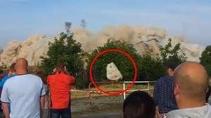 Demolición con explosivos genera