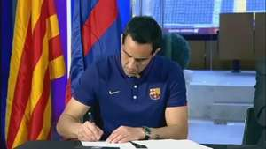 Claudio Bravo firma en el Barcelona por cinco temporadas Video: