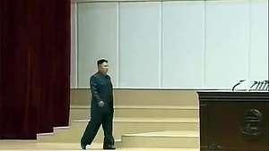 Líder norcoreano aparece cojeando en acto público Video: