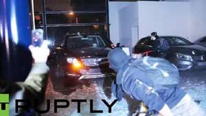 Video: Brasileiros anti- FIFA destruyen concesionario Mercedes-Benz Video: