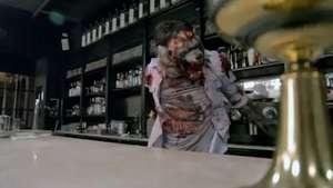 Hombre causa terror en restaurante al transformarse en lobo Video: