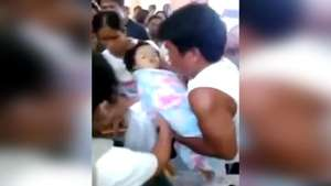 Niña resucita mientras era velada en Filipinas Video: