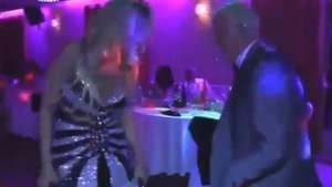 Tatita sufre chascarro bailando con bella rubia Video: