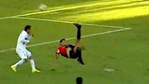 ¡Golazo! Una chilena perfecta en el fútbol peruano Video: