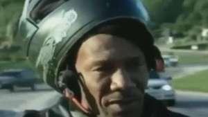 Hablaba sobre accidentes en moto y miren lo que le pasa Video:
