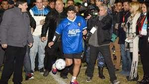 Maradona volvió a jugar y marcó un golazo Video: