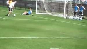 El show de Zinedine Zidane: Dejó sentado al portero! Video: