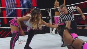 RAW: Cameron y Naomi añaden a Natalya y Alicia Fox a su guerra Video: