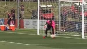 Así Claudio Bravo realiza sus primeras prácticas en el Barca Video: