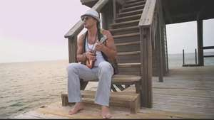 Music Video: Ricardo Arjona; 'Lo poco que tengo' Video: