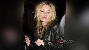 Kate Moss se cuela borracha en un avión en Turquía Video: