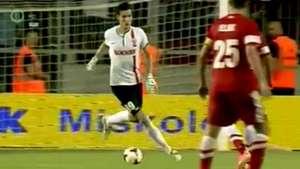 Jugador se pierde un gol solo frente al arco tras error de arquero rival Video: