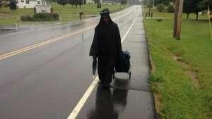 Misteriosa mujer de negro recorre las carreteras de EE.UU. Video: