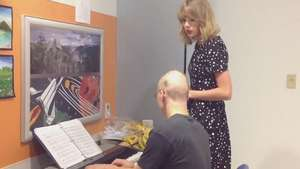 Taylor Swift canta con un admirador que tiene leucemia Video: