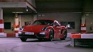Video: Porsche Cayman GTS drifting Video: