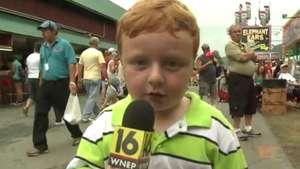 Ojo periodistas este niño los puede dejar sin pega Video: