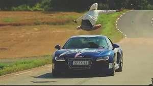 Saltando sobre un Audi R8 a 150 km/h... ¡qué locura! Video: