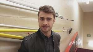 Daniel Radcliffe emociona a sus fans llegando de sorpresa Video: