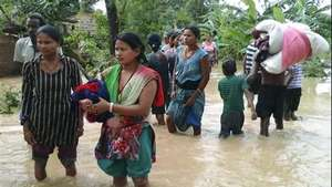 Inundaciones en Nepal e India dejan 180 muertos Video: