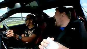 Lewis Hamilton concede una entrevista en alta velocidad Video: