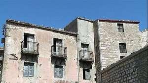 Una villa siciliana vende sus casas a solo un euro Video: