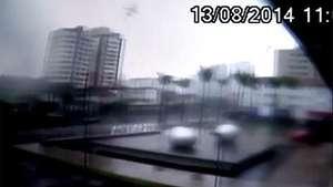 Graban el momento de la caída del avión de candidato brasileño Video: