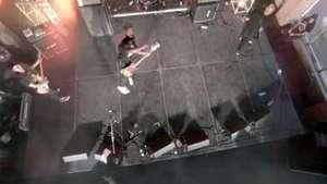 Músico se enoja con un drone y reacciona de esta manera Video: