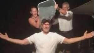 Steven Spielberg se sumó al desafío del agua helada  Video:
