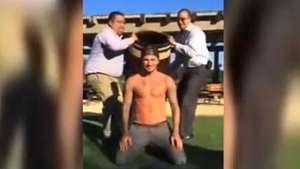 David Beckham se une al reto del baldazo de agua helada Video: