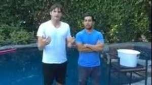 Aston Kutcher se sumó al baldazo de agua fría Video: