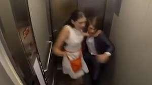 Casi mueren de un ataque al corazón en broma del ascensor Video: