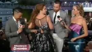 Lucero sufre chascarro con su vestido en premiación Video: