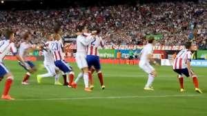 Ronaldo parece boxeador ante jugador del Atlético Video:
